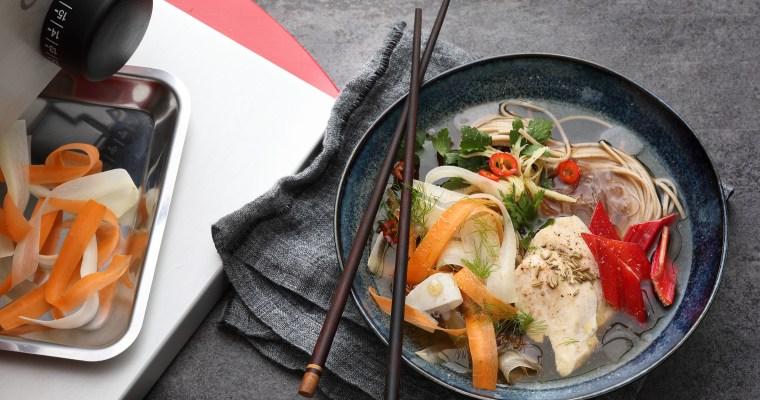 Suppe mit Maishähnchen und Soba-Nudeln