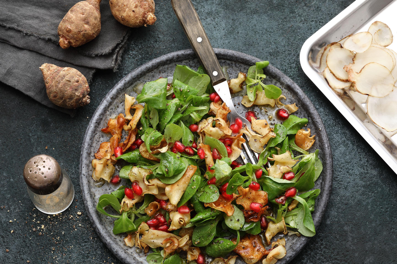 Knuspriger süß-saure Topinambur mit Feldsalat