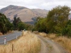 cycle way along Waiwera, approaching Little River