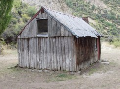 Black Spur Hut, for those in the know can be found on the way out over the Kahutara Saddle