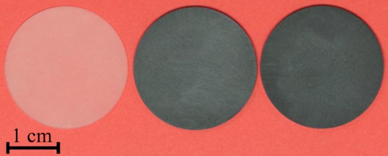 magen óptica de los composites de grafeno de doble función. Tenga en cuenta el cambio de color de blanco a negro a medida que aumenta la concentración de grafeno. Cortesía: F Kargar y A Balandin, Centro de Materiales de Ingeniería Optimizados de Phonon (POEM), Universidad de California - Riverside