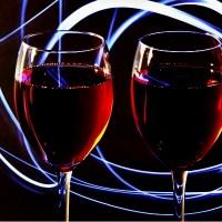 Dwa kieliszki czerwonego wina