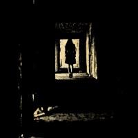 Kobieta kracząca w dal