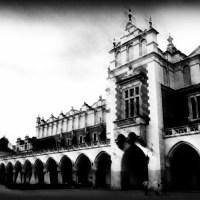 Kraków Rynek Polska Sukiennice w stylu czarno-białe rozmyte mroczne zabytek zabytki