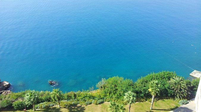 panorama depuis l'hotel akra barout à antalya en turquie sur la mer méditerranée