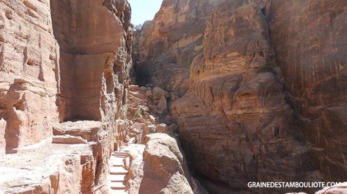 trail ou randonnée de la place du sacrifice à Pétra en Jordanie