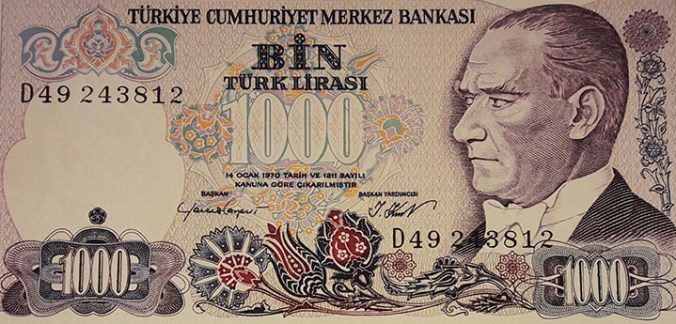 billet de 1000 Lires Turques à effigie d'Atatürk avec la tulipe