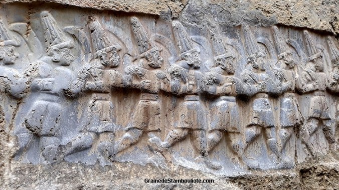 12 dieux Hittites du monde souterrain, en bas-relief à Yaziliyaka, chambre B