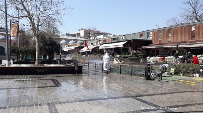 désinfection brigade anti-covid bazar aux fleurs Istanbul Turquie pendant confinement