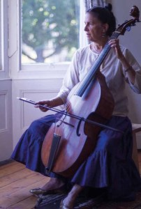 Lucy Robinson playing the viol de gamba