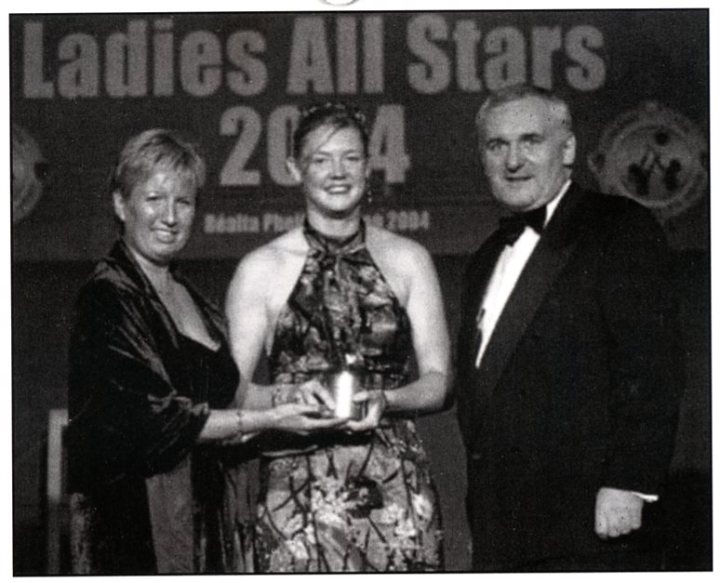 Lisa Coohill Iis presented with her second All Star Award by LGFA President, Geraldine Giles and An Taoiseach, Bertie Ahern