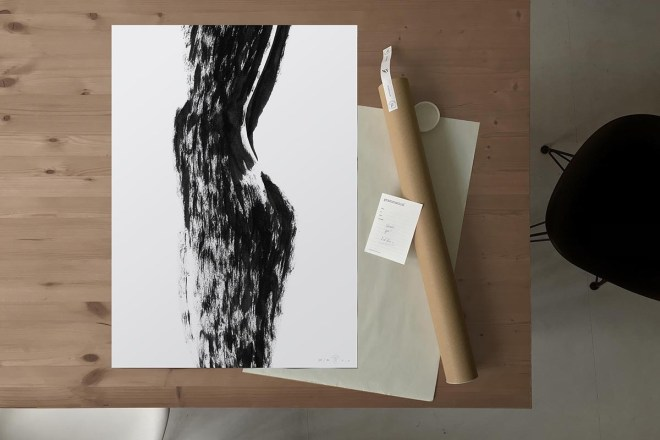 FredericForest_grammatical_LineDrawing_14_WomanStandingShadow_50x70cm_Package
