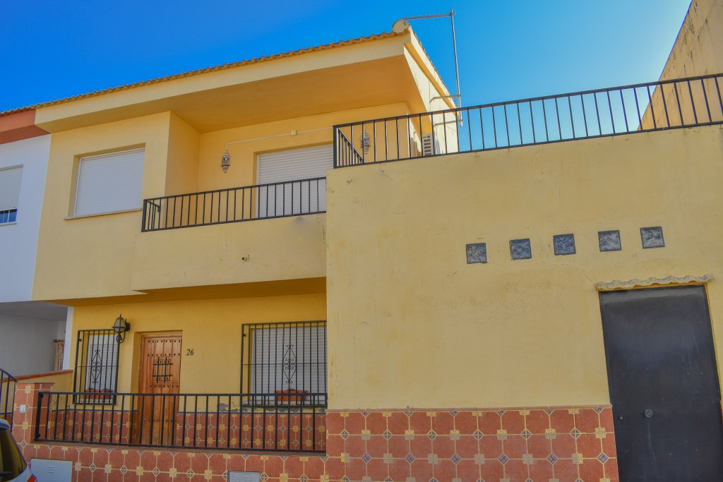 granada-estate-agency-for-sale, lake-bermejales, real-estate-granada-spain, town-house-for-sale-20-minutes-from-granada-city