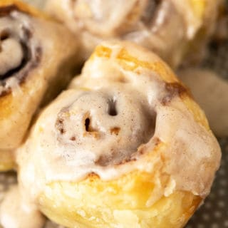Baked chai cinnamon roll close up ready to serve