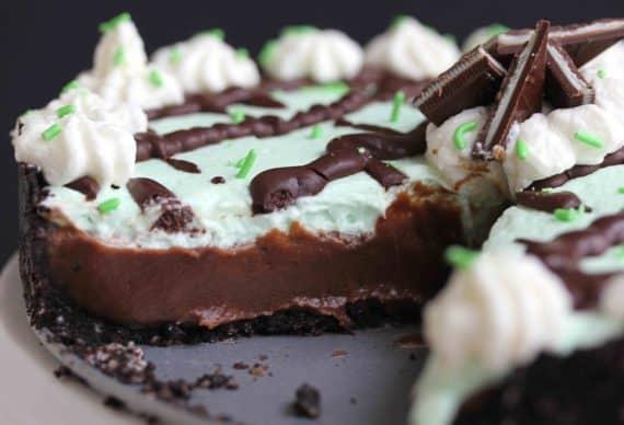 Baileys Mint Chocolate Cream Pie 4 570x388 - Baileys Mint Chocolate Cream Pie