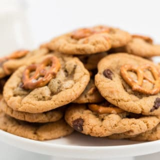 Sweet and Salty Homemade Chocolate Chip Cookies 8 320x320 - Sweet and Salty Homemade Chocolate Chip Cookies