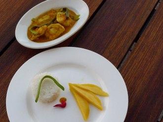 Mit Mango, Chilli und Reis servieren