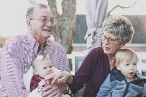 grand-parents avec petits-enfants