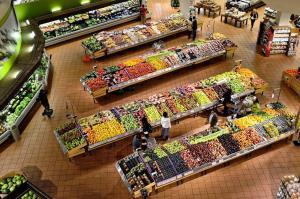 Fruits et légumes dans un supermarché