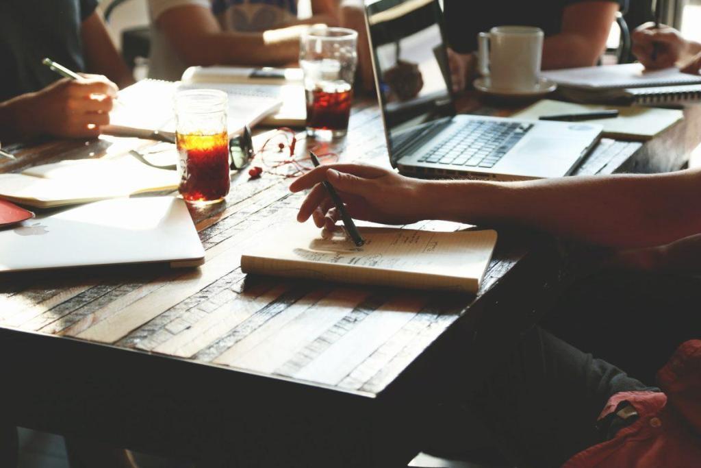 Une réunion de collaborateurs