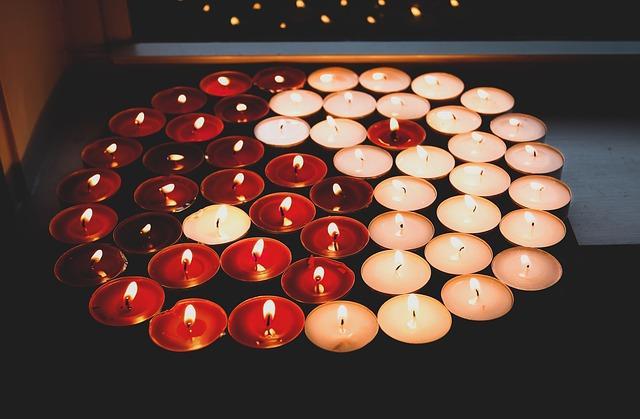 Des bougies disposées en yin et yang