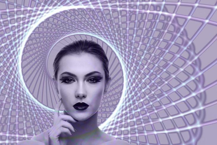 Une femme réalisant de l'hypnose