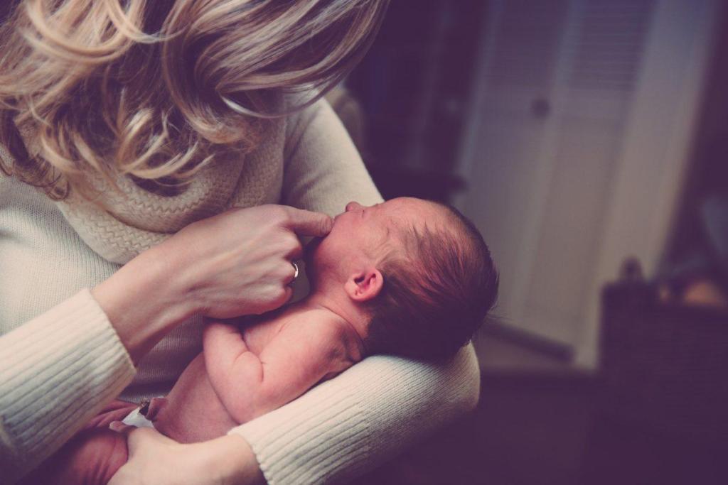 Une femme et un bébé