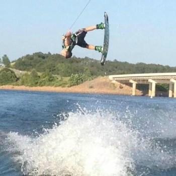 Wakeboard flip