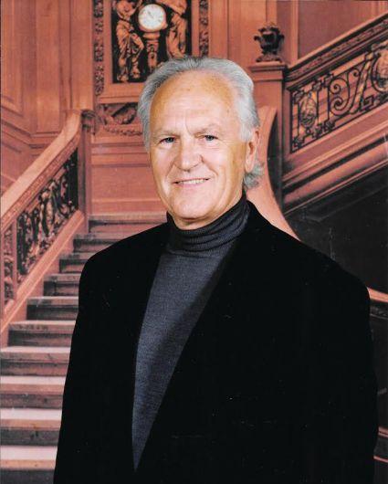 Dr. Bruce Howell
