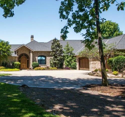 Elegant – And Smart – Lakefront Living In Grove | 59211 E 288 Ln