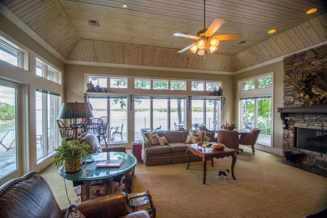 1439 Melody Lane Grove OK Living Room