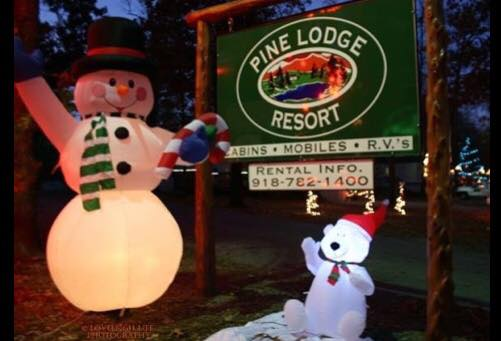 Pine Lodge Grand Lake Christmas Lights Display