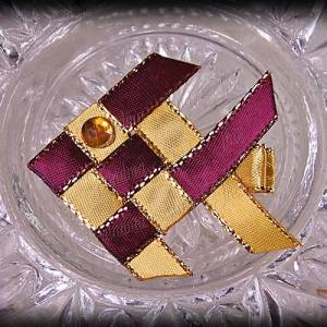 Woven Fish Ribbon Sculpture Wine Gold Satin Glitter 2