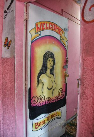 favela hairdresser