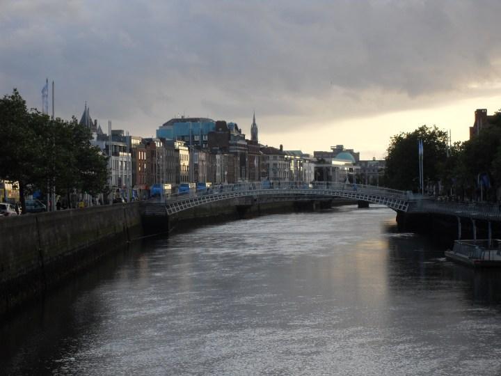 Travel Challenge – Day 10 :: River Liffey {Ireland}