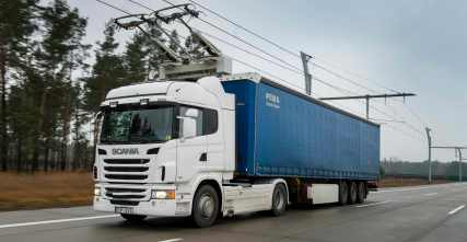Scania G 360 4x2 with pantograph