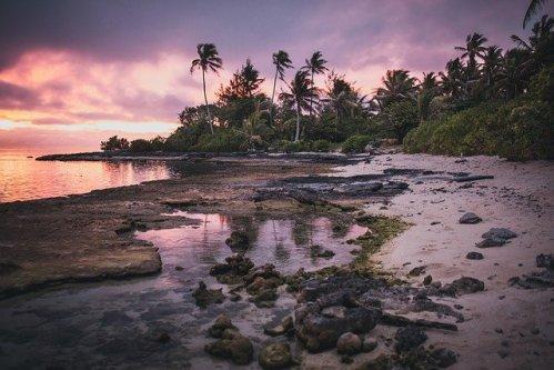 île tropicale, sauvage et déserte