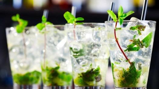 312-mojito-cocktail-mojito-cubano-ricetta-originale-cocktail-con-rum-bianco-lime-e-zucchero