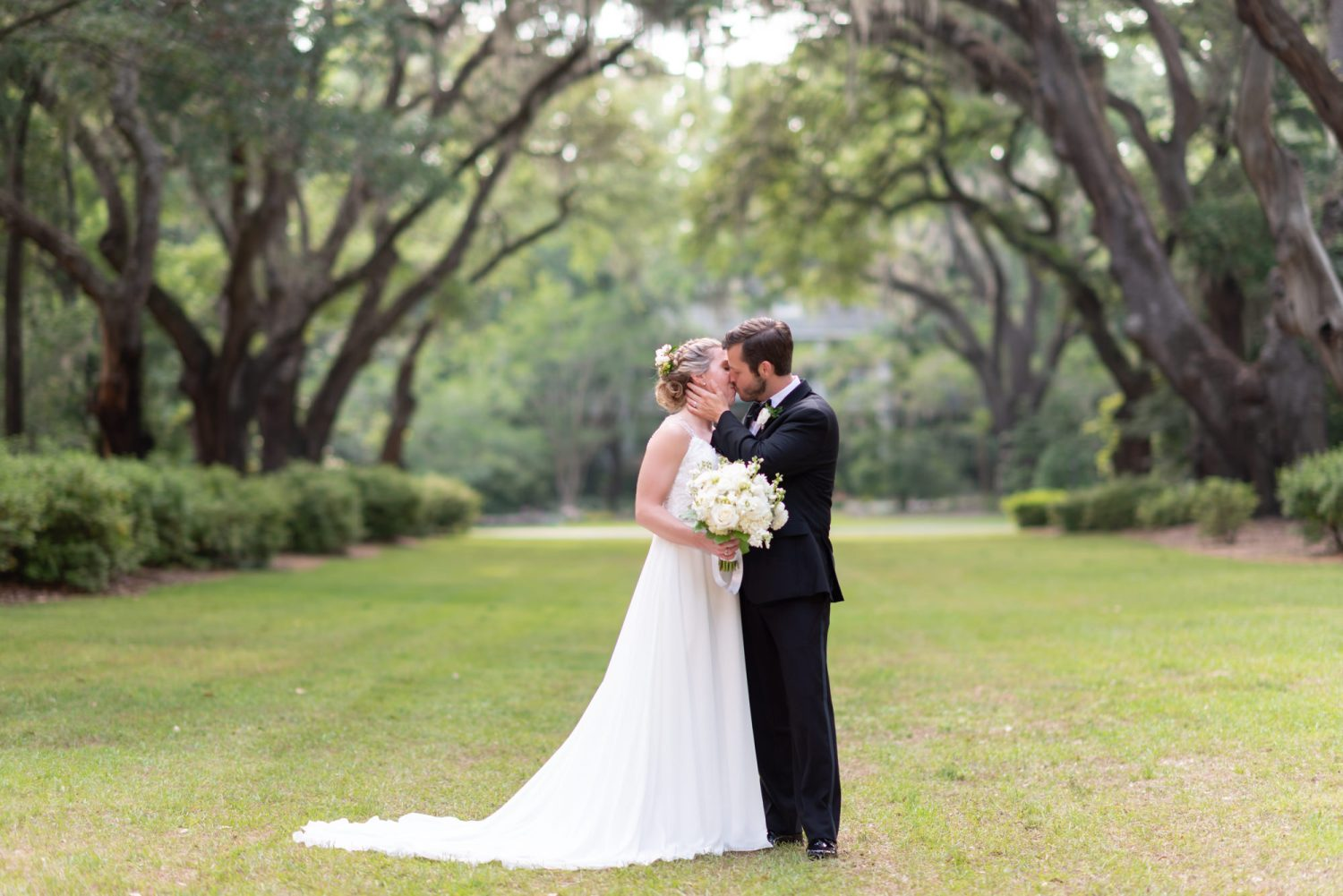 Kissing under the live oaks - Wachesaw Plantation