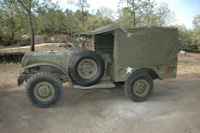 Vehículos de escena alquiler de coches alquiler de camiones vehículos militares tanque JeepHummer 4x4 militar atrezzo militar coches para cine 10 1 - Alquiler de vehículos militares, alquiler de camiones de bomberos.
