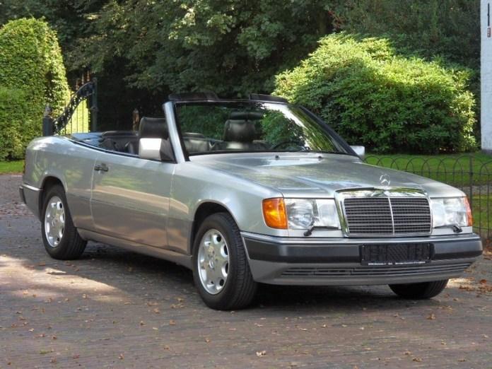 Mercedes E Cabrio alquiler coches de escena vehiculos de escenacoches para alquilar coches clasicos film car cesion de coches - Alquiler coches clásicos para rodajes y eventos.
