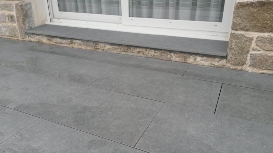 terrasse en carrelage sur pl t locmariaquer granit. Black Bedroom Furniture Sets. Home Design Ideas