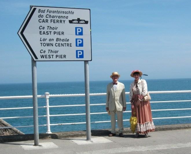 Joyceans on way to Sandymount