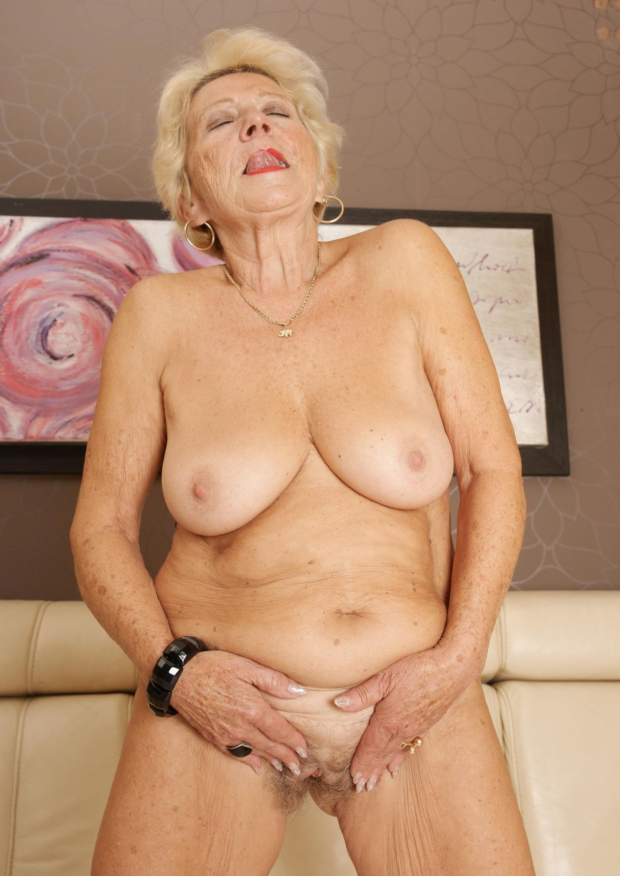 Wrinkled granny xxx pictures