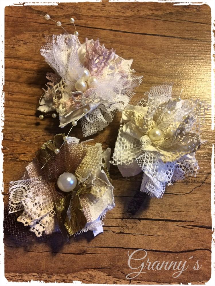 Nostalgische-Stoffbl%C3%BCten Shabby Spitzen-Blüten selber machen, nostalgische Blumen für Kleidung und Accesoires