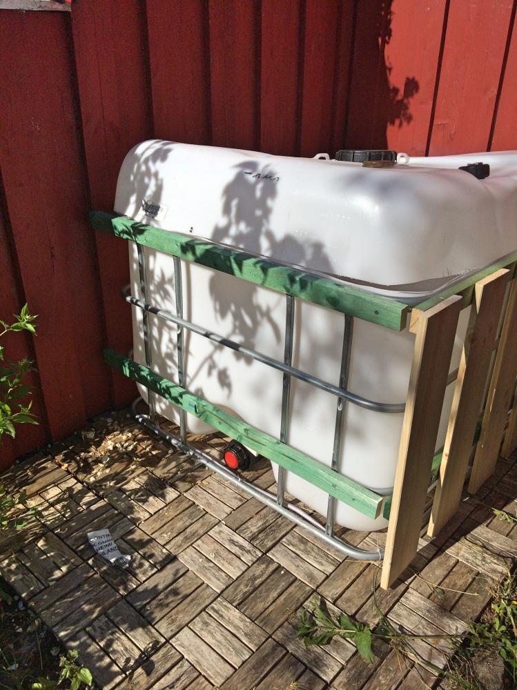 Latten Mini-Pool aus IBC Tank im Landhausstil