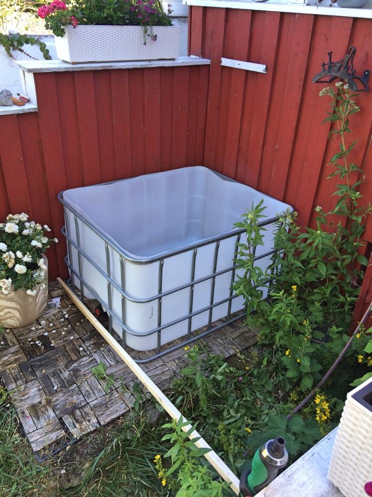 Rohbau Mini-Pool aus IBC Tank im Landhausstil