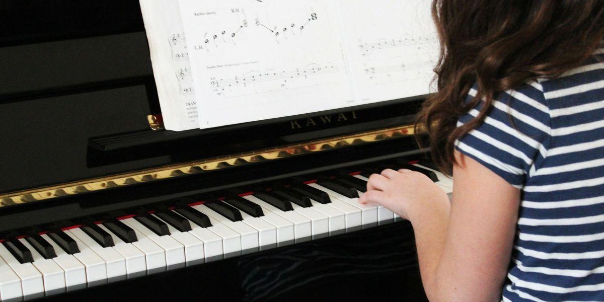 ¿Deben los niños abandonar la música para centrarse en los estudios?
