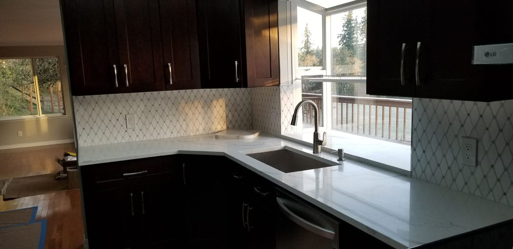Whether you're replacing all your custom kitchen countertops or simply adding an island, our expert team can help you find the perfect solution for you.