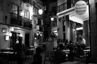93190399-night-cafe